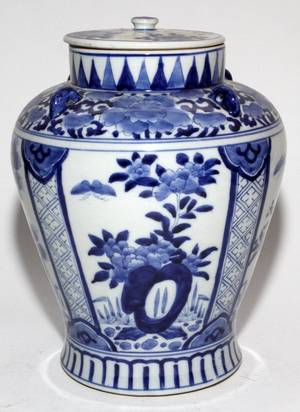 CHINESE BLUE  WHITE PORCELAIN URN WCOVER
