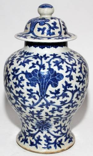CHINESE BLUE  WHITE PORCELAIN JAR H 18