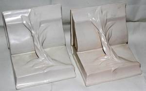 031190 ROSEVILLE IVORY II POTTERY BOOKENDS PAIR