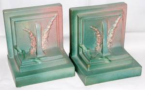 031189 ROSEVILLE FOXGLOVE POTTERY BOOKENDS PAIR