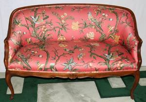 020083 FRENCH STYLE UPHOLSTERED WALNUT SETTEE C1940