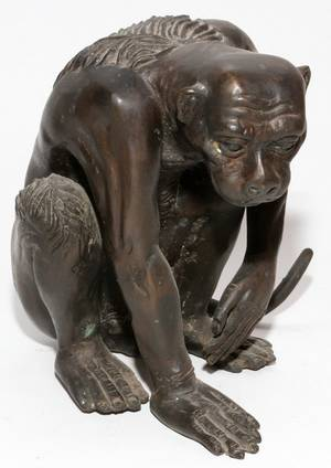 CHINESE BRONZE FIGURE OF A CROUCHING PRIMATE