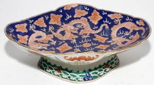 CHINESE PORCELAIN DISH WITH DRAGON MOTIF