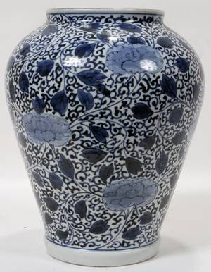 CHINESE BLUE  WHITE PORCELAIN URN LATE 19TH C