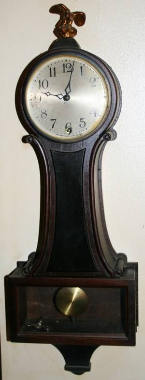 020354 NEW HAVEN CLOCK CO MAHOGANY WALL CLOCK H 24