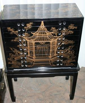 020382 CHINESE BLACK LACQUER  GILT JEWELRY BOX