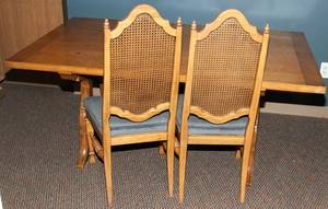 010393 THOMASVILLE OAK DINING ROOM TABLE  CHAIRS