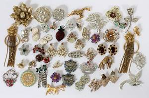 011537 COSTUME EARRINGS  BROOCHES OVER 50 PIECES
