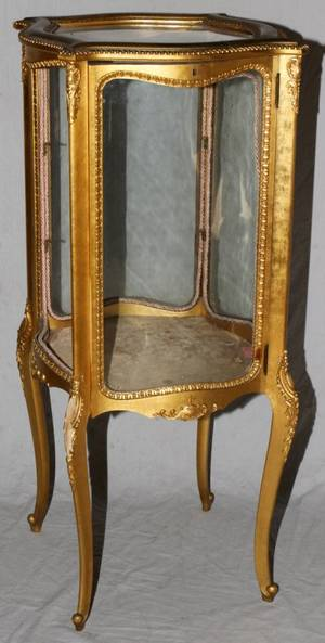 121600 GILT WOOD VITRINE MID 20TH C