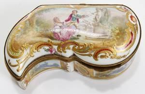 011007 SEVRES PORCELAIN BOX SIGNED HENRY C 1780