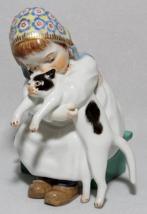 MEISSEN PORCELAIN FIGURE OF A GIRL WITH CAT 5H