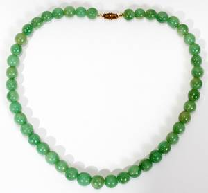 051142 PALE GREEN JADE NECKLACE L 15