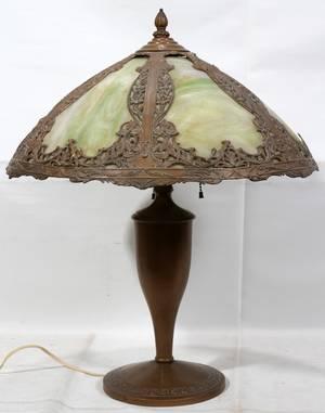 042136 ART NOUVEAU GILT METAL  SLAG GLASS LAMP H 24