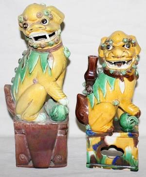 041151 CHINESE GLAZED POTTERY FOO DOGS ON PLINTHS
