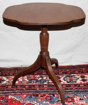 061210 AMERICAN MAHOGANY TILT TOP TABLE C 1810 H 27