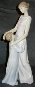 061263 LLADRO PORCELAIN FIGURE SOMEONE TO LOOK UP TO