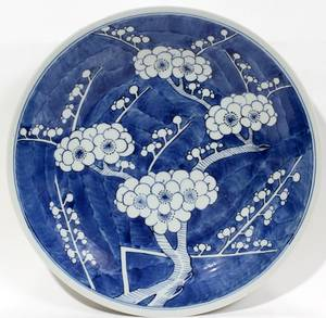 071274 CHINESE BLUEWHITE PORCELAIN HAWTHORNE CHARGER