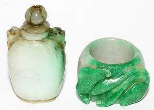 071269 CHINESE JADE SNUFF BOTTLE AND ACCOMPANYING RING