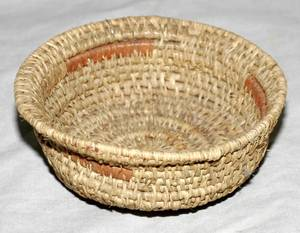 041272 NATIVE AMERICAN INDIAN WOVEN MINIATURE BOWL