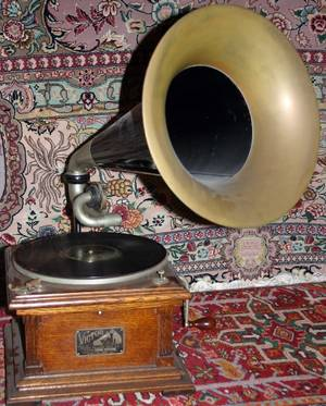 050279 VICTOR TALKING MACHINE CO RECORD PLAYER C1920