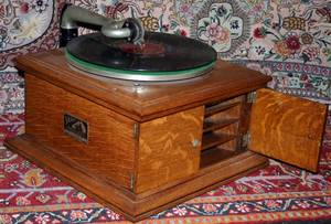 050278 VICTOR TALKING MACHINE RECORD PLAYER C1925