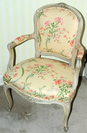 071375 FRENCH LOUIS XV STYLE WALNUT ARMCHAIR