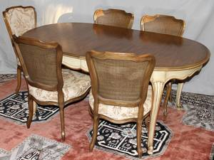 041423 JOHN WIDDICOMB PROVINCIAL STYLE DINING TABLE