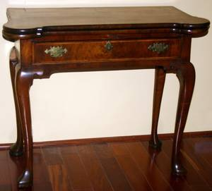 090035 ENGLISH QUEEN ANNE WALNUT GATE LEG CARD TABLE