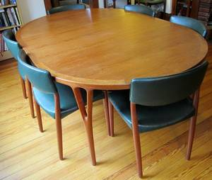 072034 SOREN HORN TEAK DINING TABLE AND BECK CHAIRS
