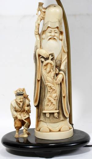 091081 JAPANESE CARVED IVORY FIGURES MOUNTED AS A LAMP