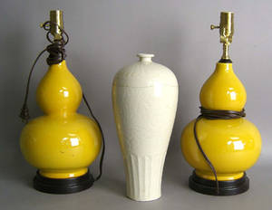 Pair of contemporary Chinese porcelain table lamps