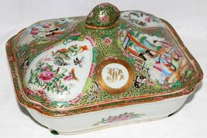 091162 CHINESE ROSE MEDALLION PORCELAIN COVERED DISH
