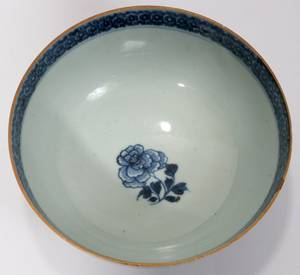 121191 CHINESE EXPORT PORCELAIN BOWL 19TH C H 3