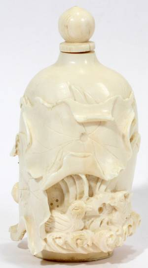 100134 CHINESE CARVED IVORY SNUFF BOTTLE SIGNED