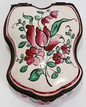 121321 CONTINENTAL FAIENCE PATCH BOX 18TH C