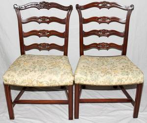 110220 MAHOGANY DINING TABLE AND THREE CHAIRS 4 PCS