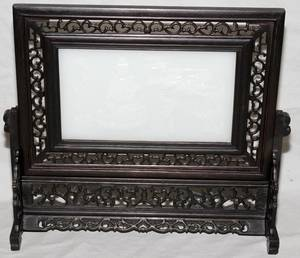 101357 CHINESE JADE TABLE SCREEN IN CARVED WOOD FRAME