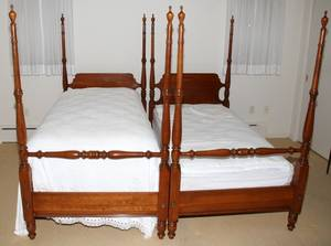 012313 FEDERAL STYLE MAHOGANY FOUR POSTER TWIN BEDS