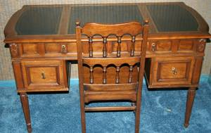 010305 MAHOGANY WRITING DESK AND CHAIR H 30 W 50