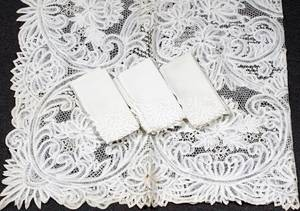 121490 LACE TABLECLOTH  SET OF NAPKINS 12