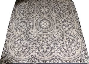 111525 BANQUET SIZE LACE TABLECLOTH  SET OF NAPKINS