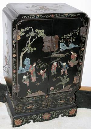 041075 CHINESE BLACK LACQUER CABINET MID 20TH C