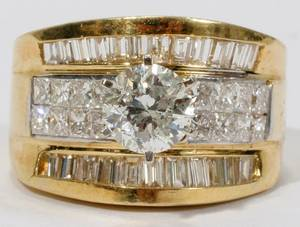 042085 DIAMOND  18KT GOLD RING WCENTRAL DIAMOND