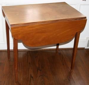 021084 MAHOGANY PEMBROKE TABLE C 1820 H 29 L 31