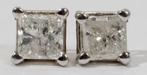 010124 14KT WHITE GOLD AND DIAMOND STUD EARRINGS