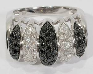 050158 14KT WHITE GOLD AND DIAMOND RING
