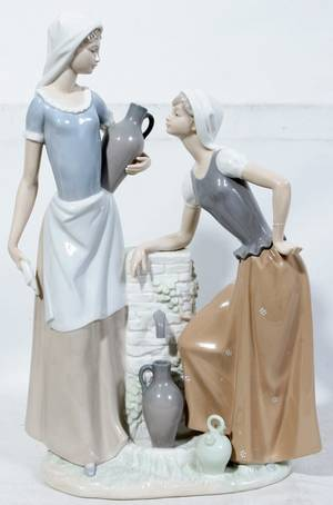 050201 NAO BY LLADRO PORCELAIN TWO WOMEN AT LARGE WELL