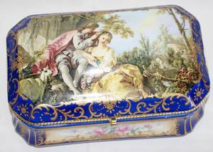 031237 FRENCH STYLE PORCELAIN BOX H 6 W 9 L 11