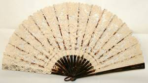 031224 CONTINENTAL LACE FAN 19TH C W 19 OPEN