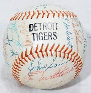 010300 1968 DETROIT TIGER BASEBALL TEAM SIGNED